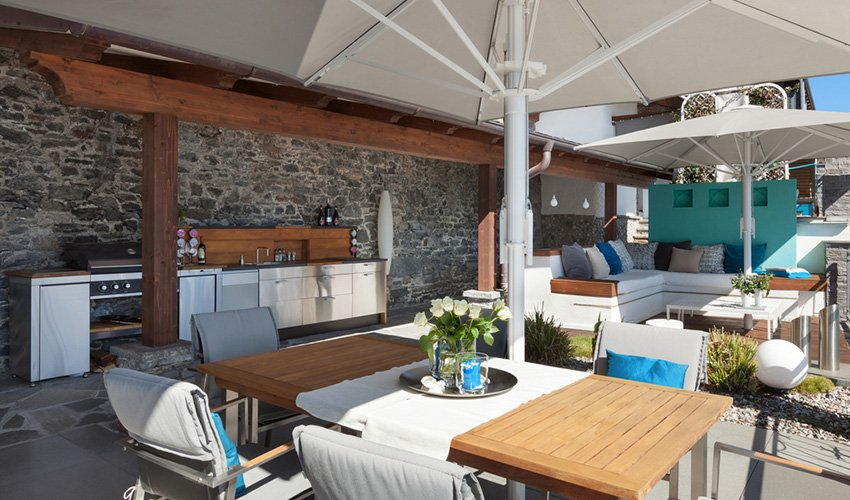 sunny-alfresco-dining-and-kitchen